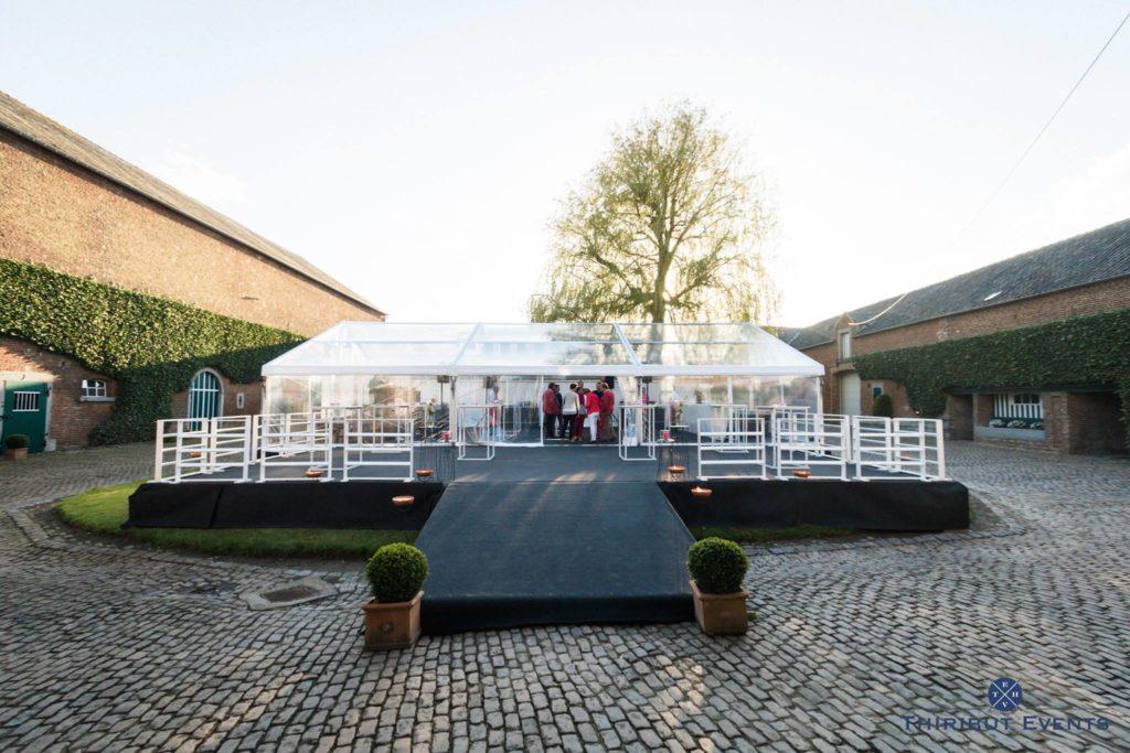 Chapiteau, tente de réception avec terrasse, plancher, tapis, barrières,. 10x15m
