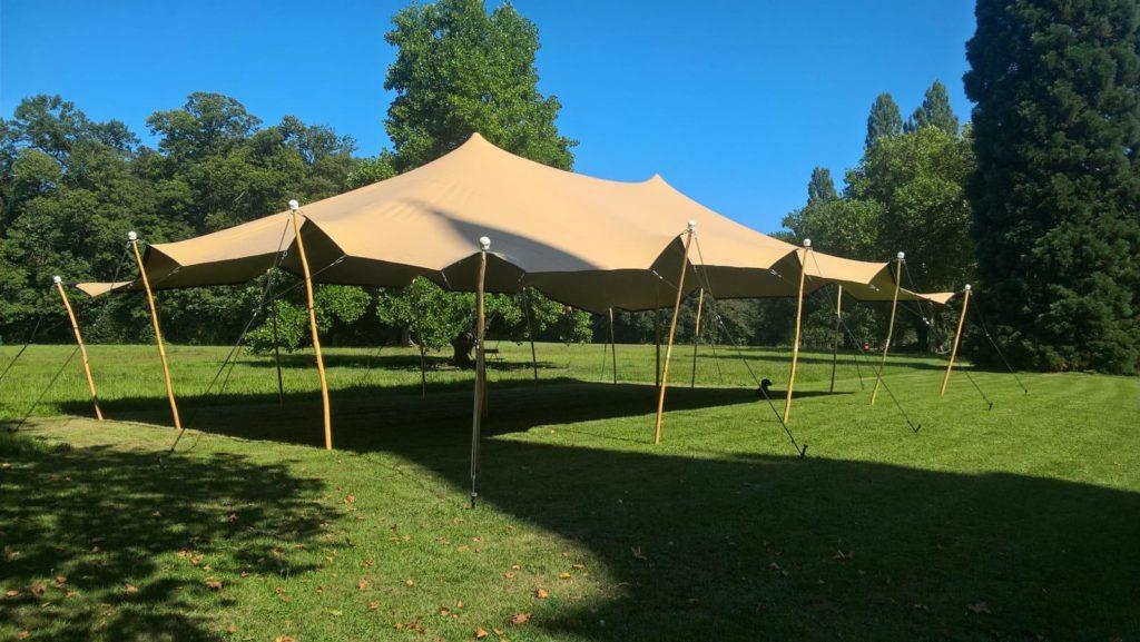 Vente d'une tente stretch sans plancher dans un Domaine dédié aux événements