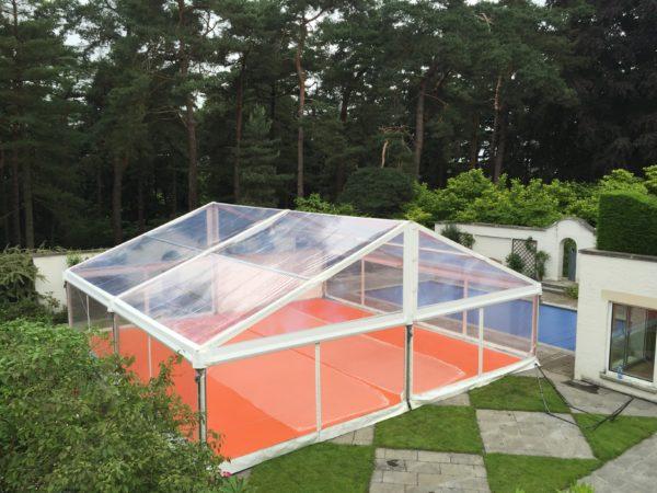 Chapiteau, tente de réception full transparente avec plancher et tapis 10x10m
