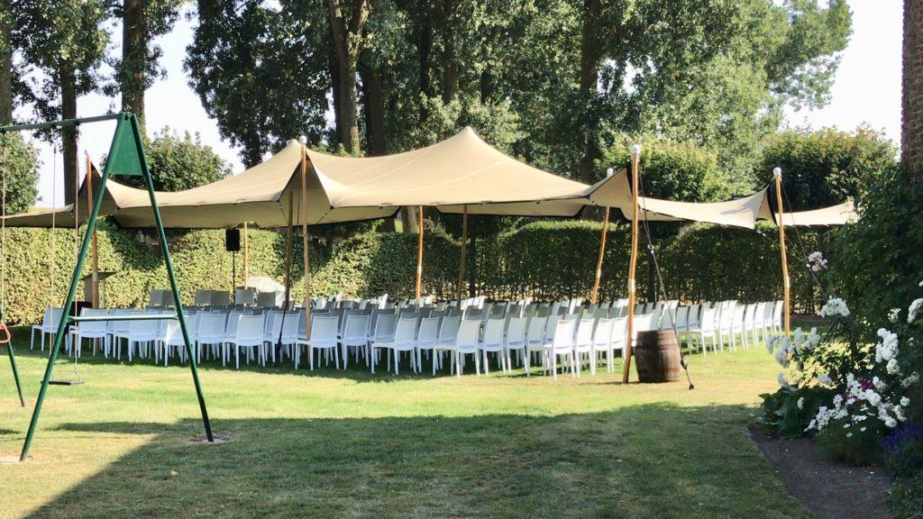 Tente stretch de 10x15m à l'occasion d'une cérémonie accompagnée de chaises trix
